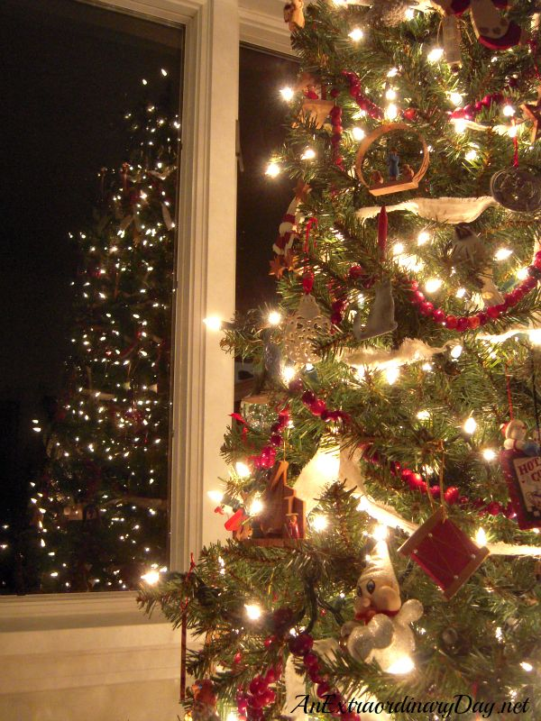 Delicieux AnExtraordinaryDay.net   Inspiring Christmas Tree Decorating Ideas    Lighted Old Fashioned Christmas Tree
