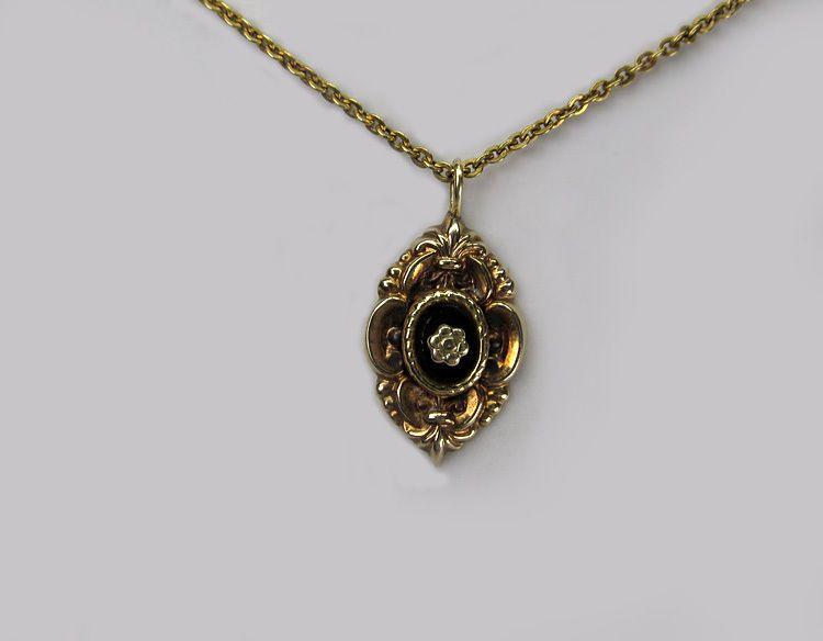 graziler Schaumgold Anhänger ° Biedermeier Stil ° um 1880 ° Onyx ° 585 Gold
