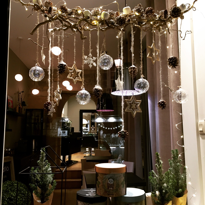 Épinglé par Elaine Lobo sur Noël avec Davines  Deco vitrine noel