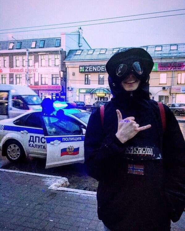 Ofniki Na Avu 6 Tys Izobrazhenij Najdeno V Yandeks Kartinkah Muzhskie Modeli Pozy Gangsterskij Stil Banditskij Stil