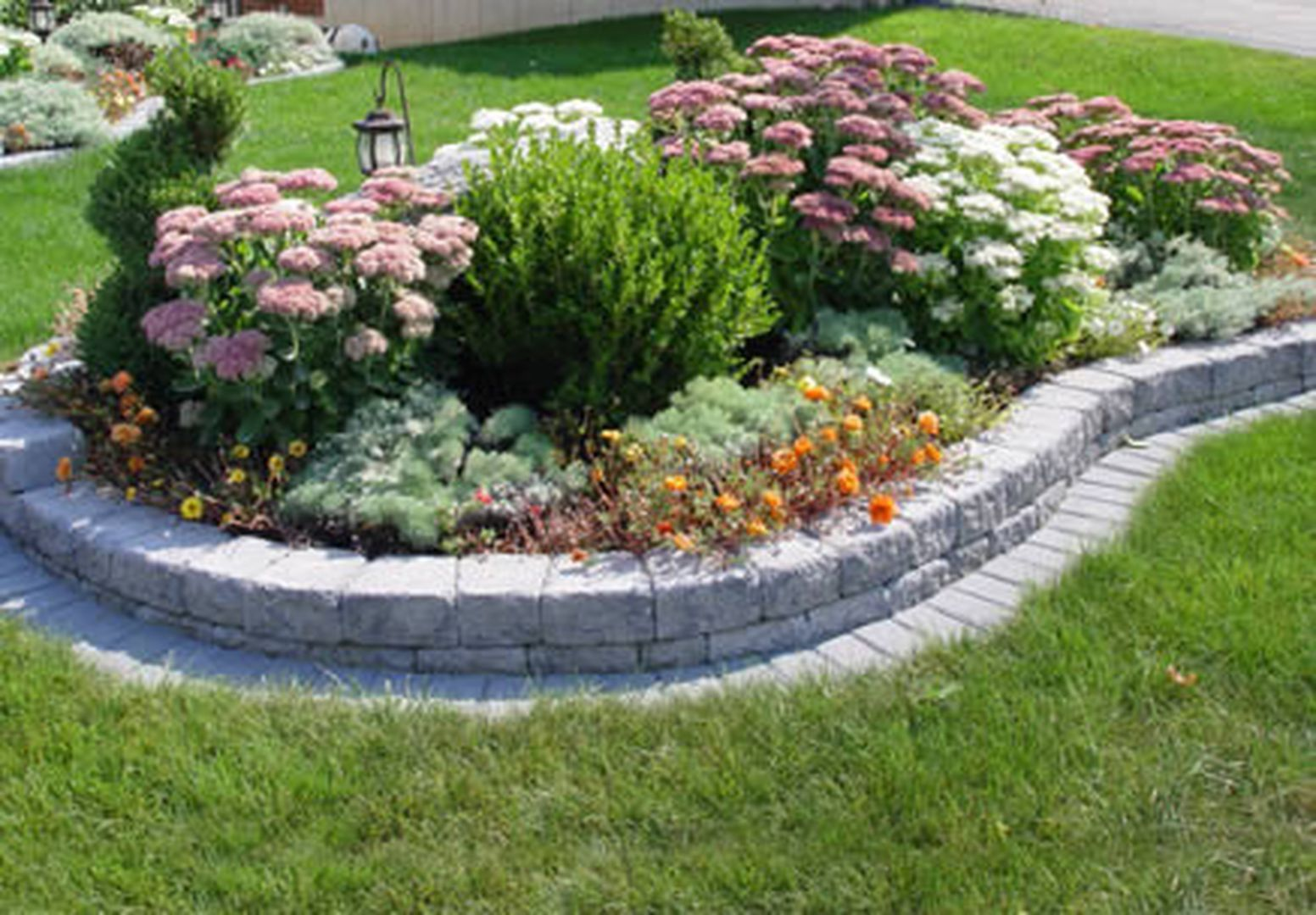 Beautiful Raised Flower Bed Stone Border 32 Garden Wall 640 x 480