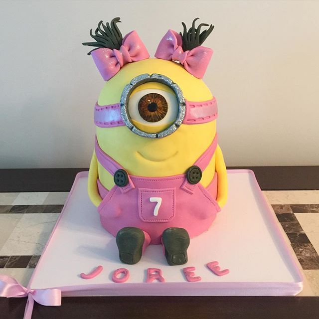 Minion girl cake cakery Pinterest Girl cakes Cake and Girls