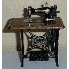 Bodo Hennig Treadle Sewing Machine