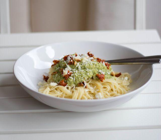 moey's kitchen: Linguine mit Zucchini-Pesto und getrockneten Tomaten
