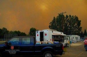 Die Heilsarmee in Colorado bietet Betroffenen und Helfern während schwerer Waldbrände im Juli 2012 Mahlzeiten und seelischen Beistand