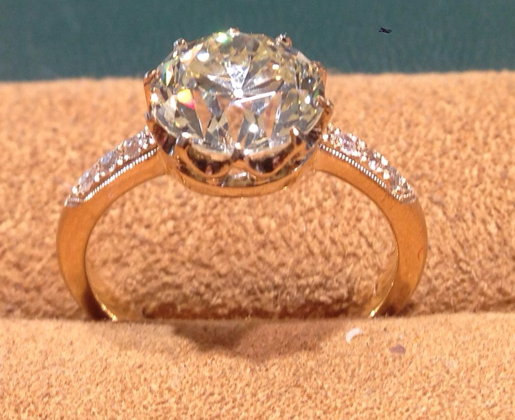Old european cut elegant diamond solitaire ring in platinum and 18k - Ring
