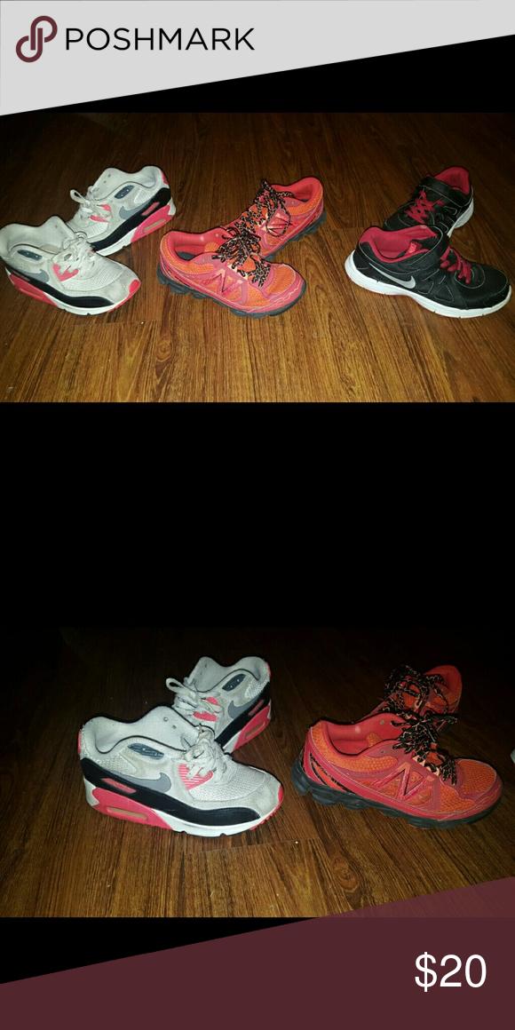 Boys Sz 2.5 3 Nike New Balance Shoes