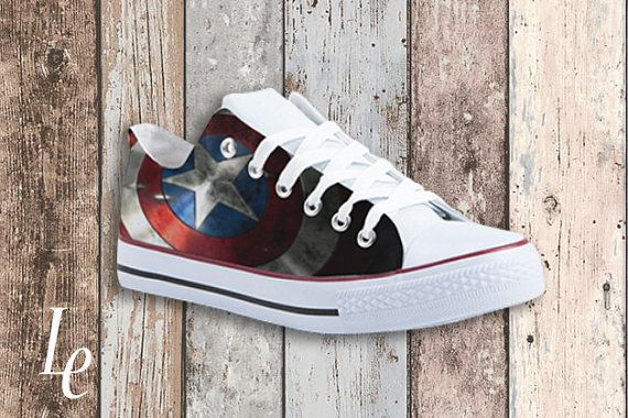 Sneakers  Capitan America/Digital-Painted on by elexpression