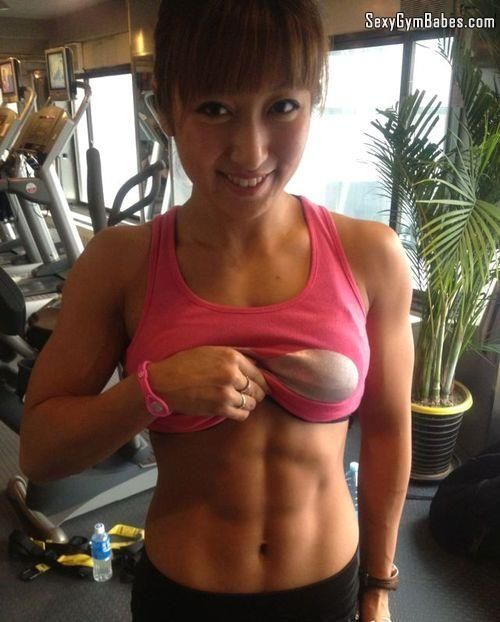 Asian Gym Babe Flashing Six Pack While Working Out - SexyGymBabes.com