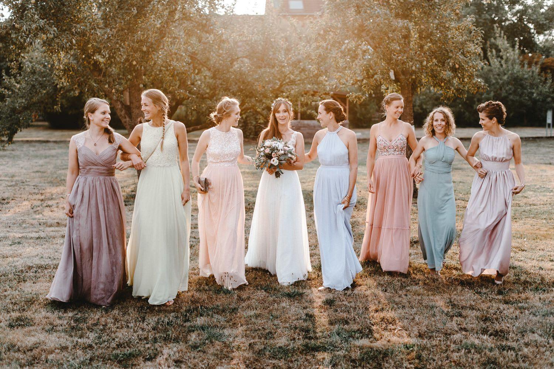 Brautjungfernkleider In Verschiedenen Pastellfarben Gesehen Bei Www Frauimmer Herrewig De L Brautjungf Brautjungfern Sommerhochzeit Pastellfarbene Hochzeit