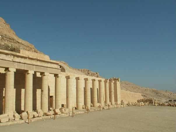 Gita a Luxor in Aereo da sharm El Sheikh, Privato..La Valle dei re, il tempio di Hatshepsut e tempio del karnak e Memnon colossali statue.