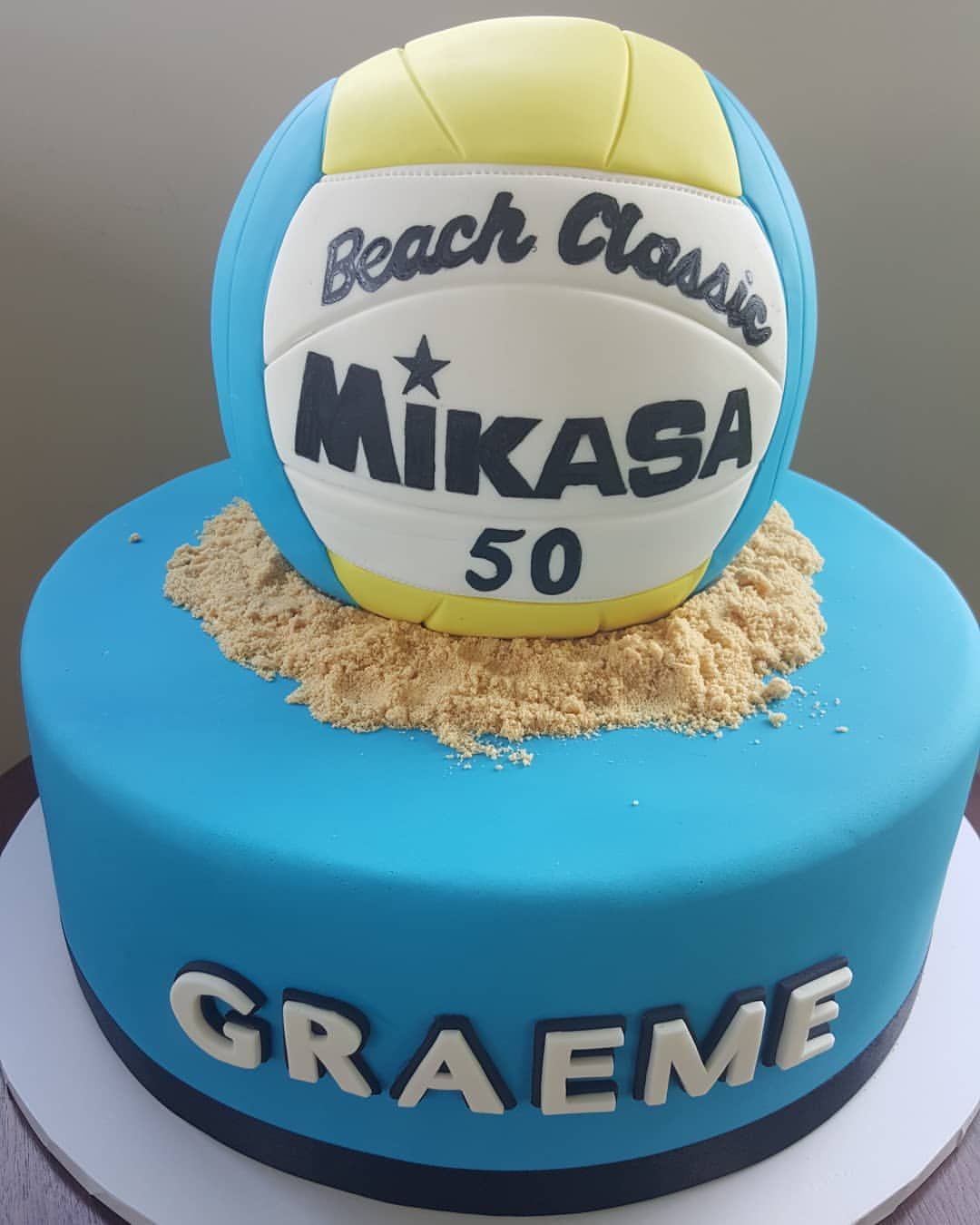 How Good Is This Volleyballcake I M That Old And Lucky Enough To Still Be Able To Shuffle Myself Around The Court Aweso Volleyball Cakes Cake Birthday Cake