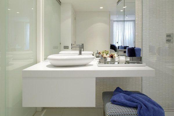 Ideas de ba os peque os con ducha 2016 los espejos for Decoracion banos pequenos con ducha