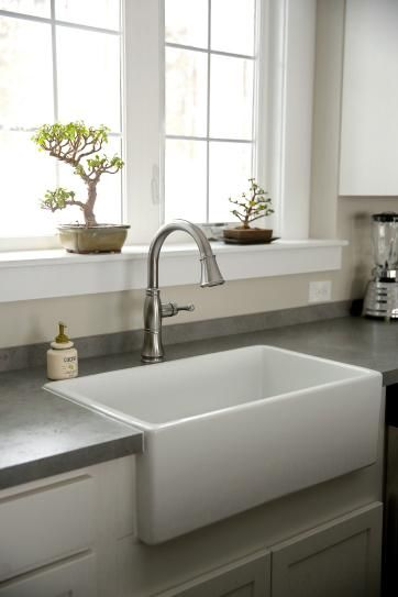 Pegasus Farmhouse Apron Front Fireclay 30 In Single Bowl Kitchen Sink In White Fs30 The Home Depot Kitchen Remodel Single Bowl Kitchen Sink Simple Kitchen