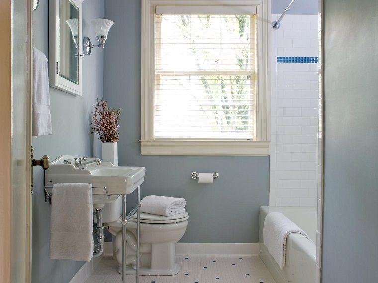 Banos Ceramica Blanco Brillante Y Pared Azul Buscar Con Google