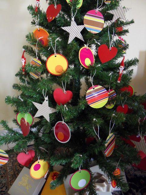 Minha-árvore-de-natal reciclada,usando o que a gente tem em casa, sacolas de papel, etc .Faça vc mesmo.