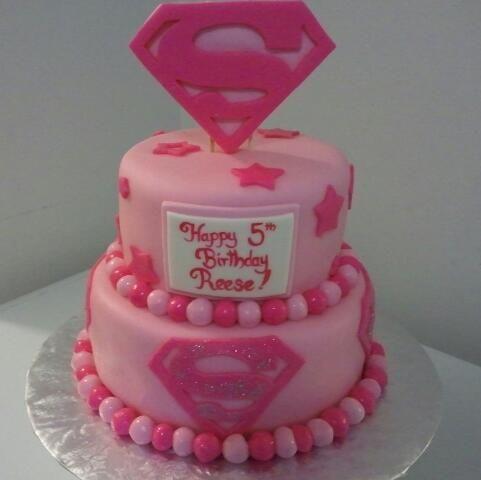 Supergirl Cake wwwtnrscakesncookiesgalorecom Cumpleanos Hero