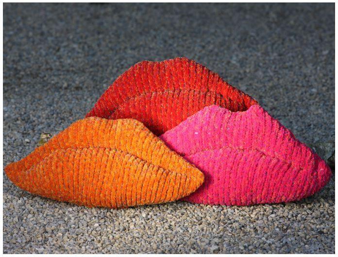 Free Cushion Knitting Pattern Using Robin Firecracker Super Chunky