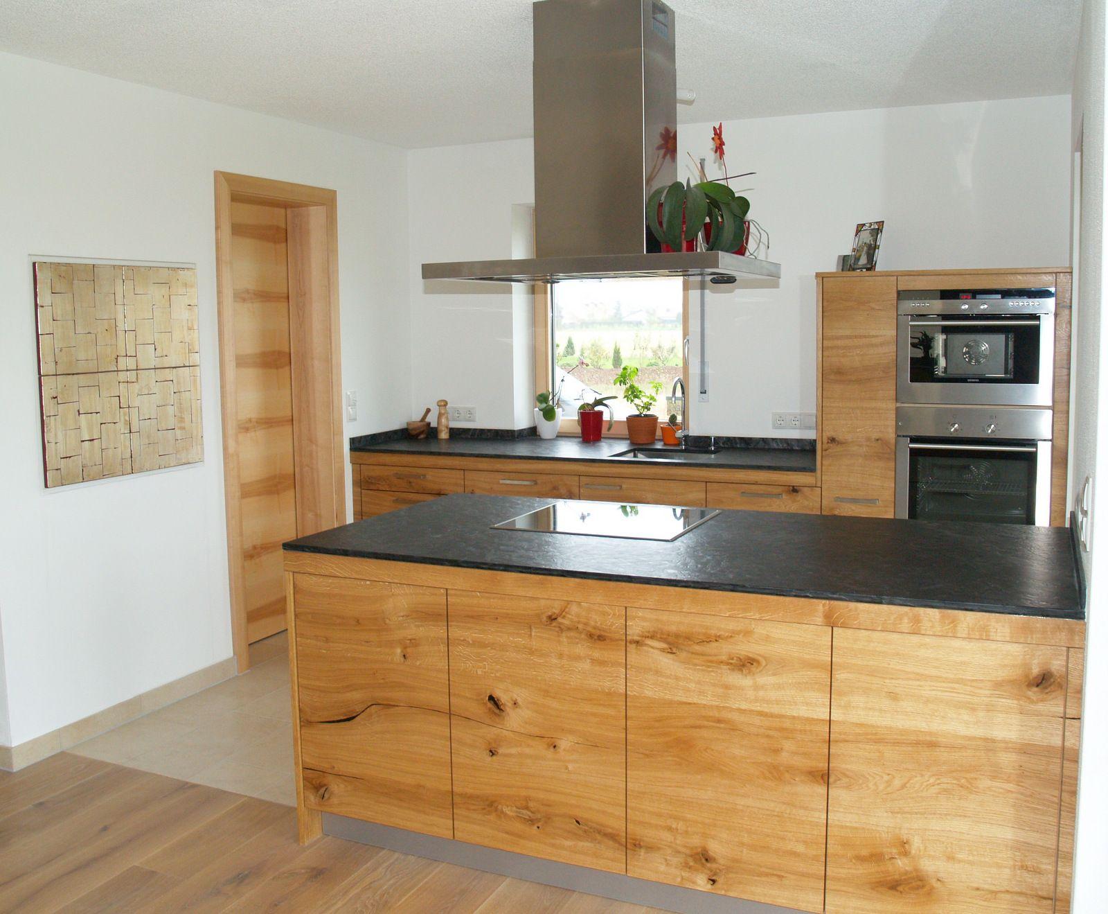 Schreinerküche aus Eiche mit Steinarbeitsplatte Haus