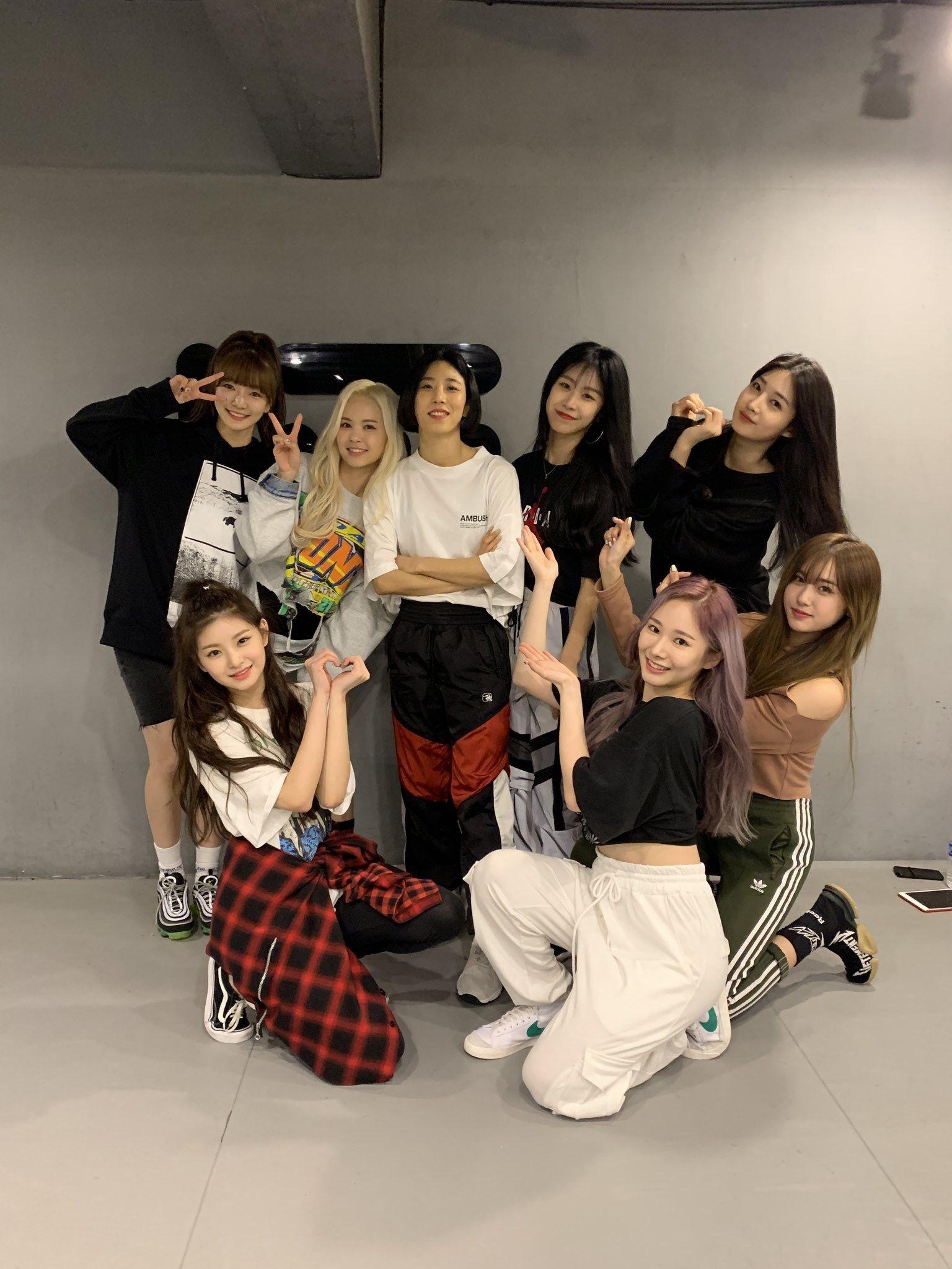 Everglow With Lia Kim At 1million Dance Studio Kpop Girls Kpop Girl Groups Korean Girl Groups