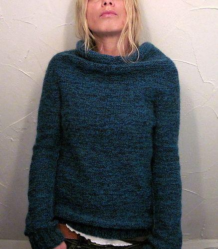 Blauer Pullover geradlinig