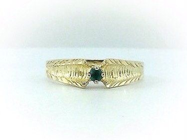 Ladies Vintage Solid 10k gold emerald ring. Green gem. Emerald gold ring. Estate rings. Everyday rings.