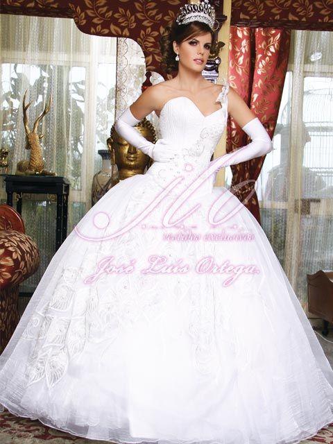 luce radiante con un hermoso vestido ampon de jose luis ortega en tu