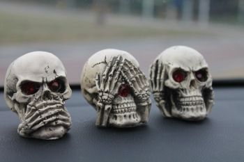 Inside the car accessories new strange skull decorations personalized red eyes