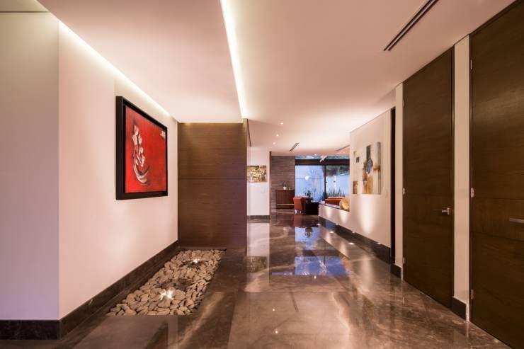 Pasillo: Paredes y pisos de estilo minimalista por URBN