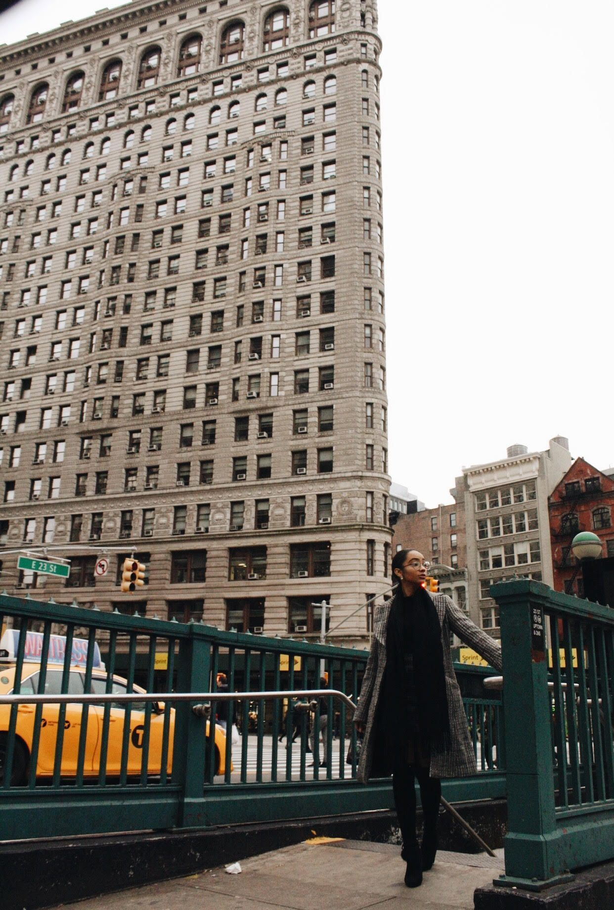 New York City Is A City Of Endless Inspiration Get Inspired At Mydesignagenda Com Flatiron Building Modest Fashion Fall Nyc Winter Outfits