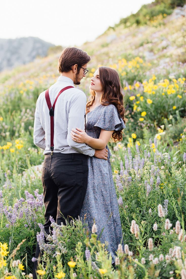 Cute Fall Engagement photos. Cute outfit ideas for ...