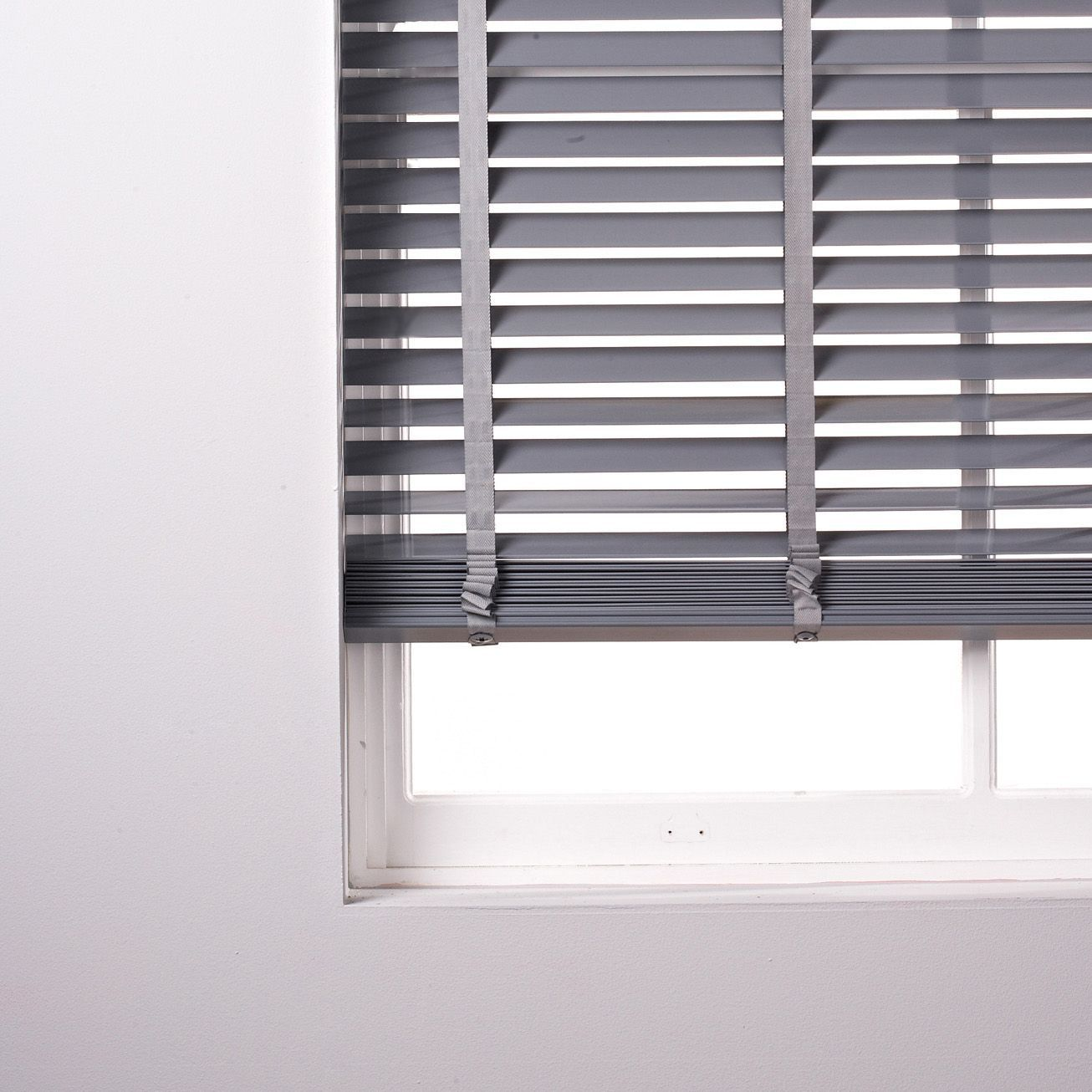 Black bathroom blinds - Colours Silvia Grey Venetian Blind W 60 Cm L 180 Cm