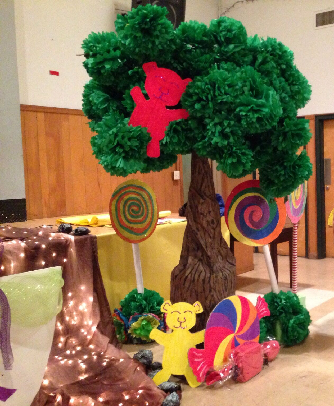 Gummy bear tree willy wonka charlie and the chocolate for Puerta willy wonka