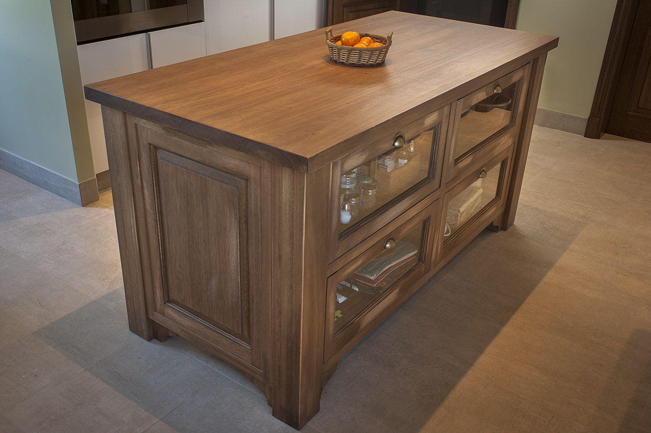 Muebles de cocina realizados con red grandis de urufor for Muebles madera maciza uruguay