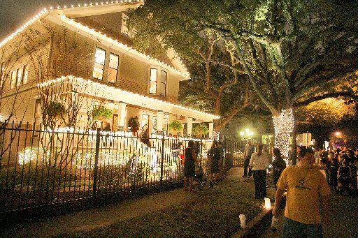 1ac866b97935756fa9e8faca1c307193 - Festival Of Lights Moody Gardens December 11