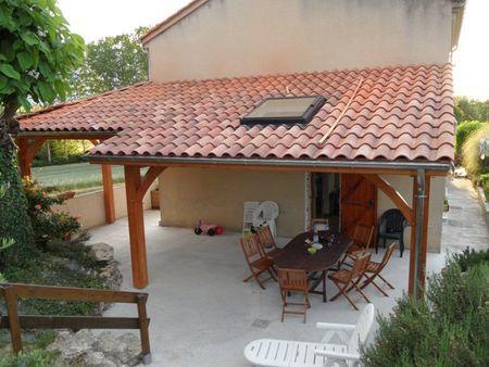 La Couverture De La Terrasse Plus En Details Guit Terrasse Couverte Construction Terrasse Terrasse