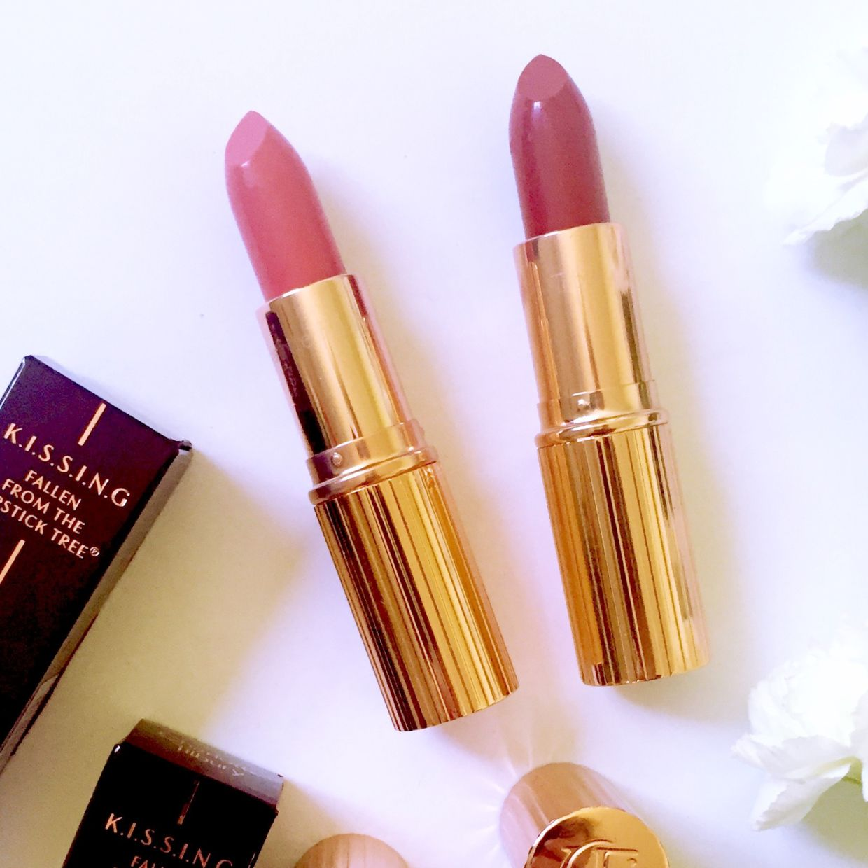 """Hiya !!!! Yes it's time for more Tilbury. It's always time for MORE Tilbury. Two Gorgeous lipsticks today Coachella Coral & So Marilyn """"Lipstick is happiness in a tube!"""" – Charlot…@catforsley"""