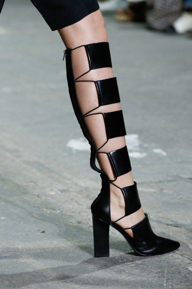 Spring summer 2013 trends: bondage shoes | a Designer in Fashion628 x 942 | 85.4 KB | adesignerinfashion.com