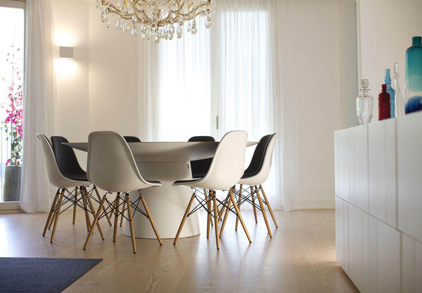 Modern and Eclectic Dining Area _ Sala de refeições de estilo moderno e ecléctico,  Photo by Ricardo Bravo
