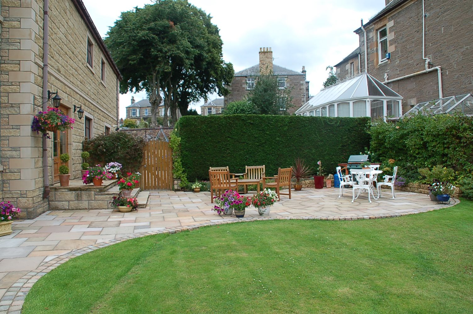 Large Curved Patio Provides Plenty Of Space For Entertaining Dream Patio Patio Patio Garden