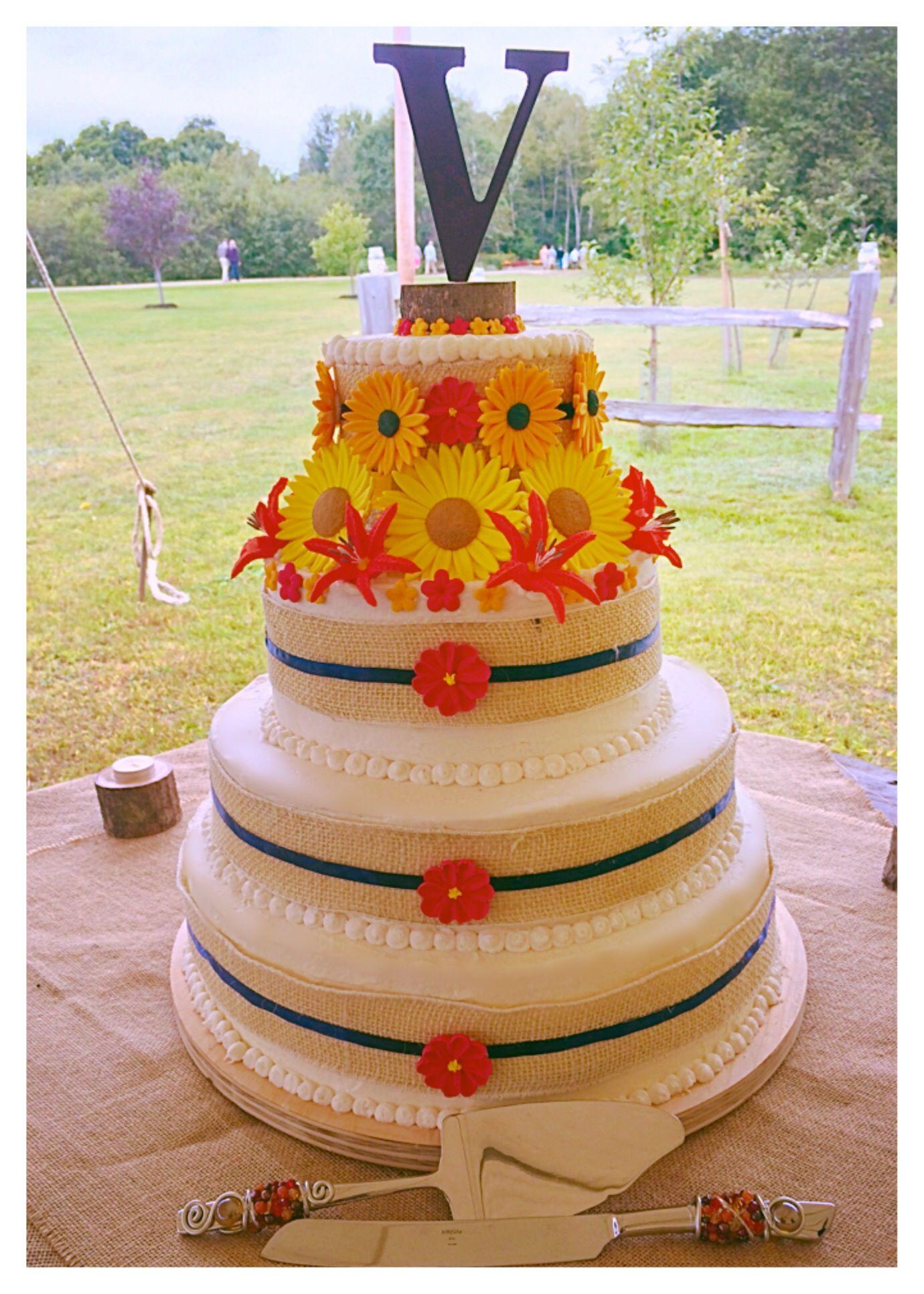 Fall flowers, rustic wedding cake.