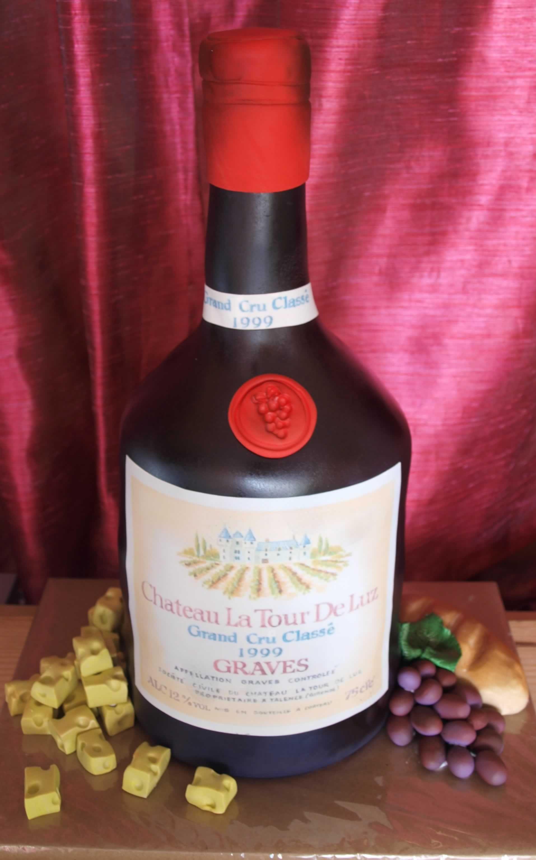 Chateau La Tour De Luz 3d Cake See More Instagram Com Enchantingcreations Facebook Com Enchantingcreationsmiam 3d Cakes Wine Bottle Macallan Whiskey Bottle
