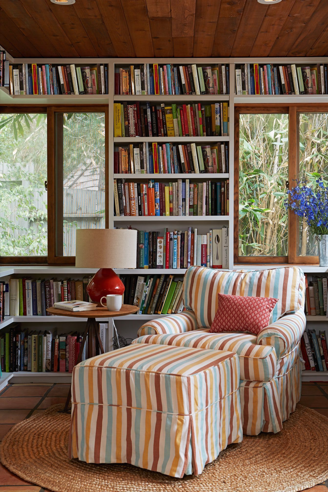 Design Your Own Living Room Free: 45 Examples That Prove Your Books Deserve Attention