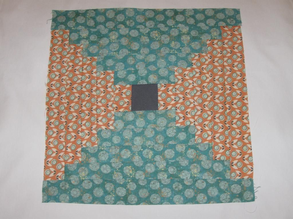 """- Courthouse Steps Quilt Block - I'm trying """"Log Cabin"""" quilt block variations and I love this one!"""