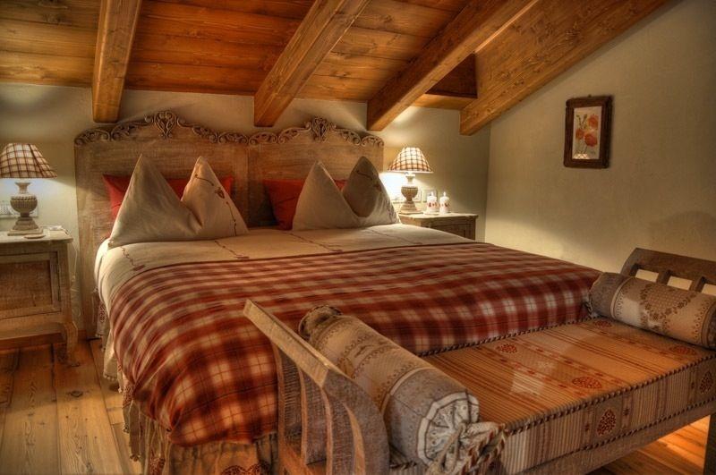 Squarciomomo la casa delle favole di montagna rustic for Letto stile fattoria