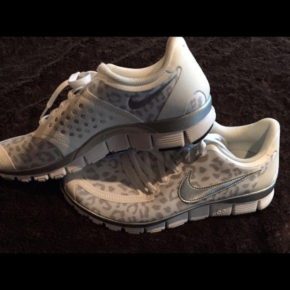 Nike Free 5.0 v4. White Leopard. NEW Nike White Leopard Free 5.0 v4 size 9 athletic shoes. Nike Shoes Athletic Shoes