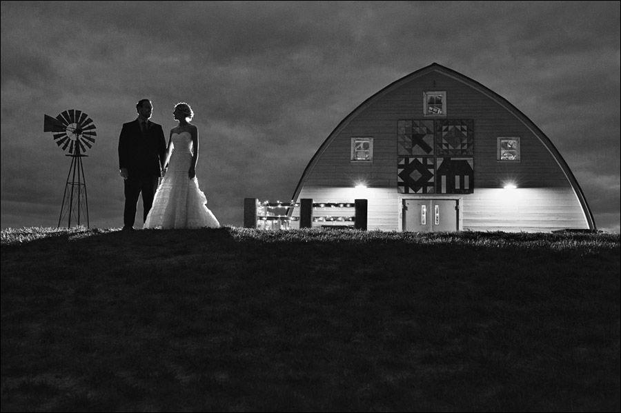 Wedding Photo Simpson Barn Johnston Iowa Rachel Matthew