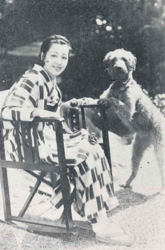 Okada Yoshiko 岡田嘉子 (1903–1992) with her Airedale Terrier - Japan - ca.1926