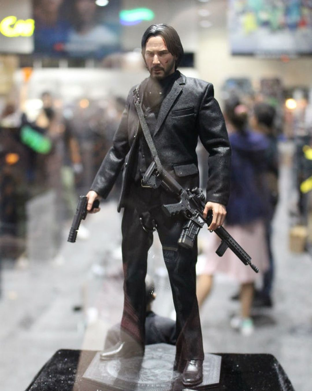 Sideshow Collectibles Debuts John Wick Figure For Sdcc 2018 Keanu Reeves Is Looking Sharp As John Wick Thanks To Sides Keanu Reeves John Wick Movie John Wick