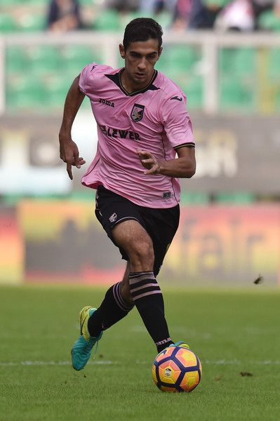 Ivaylo Chochev of Palermo in action during the Serie A match betweenUS Citta di Palermo and SS Lazio at Stadio Renzo Barbera on November 27, 2016 in Palermo, Italy.